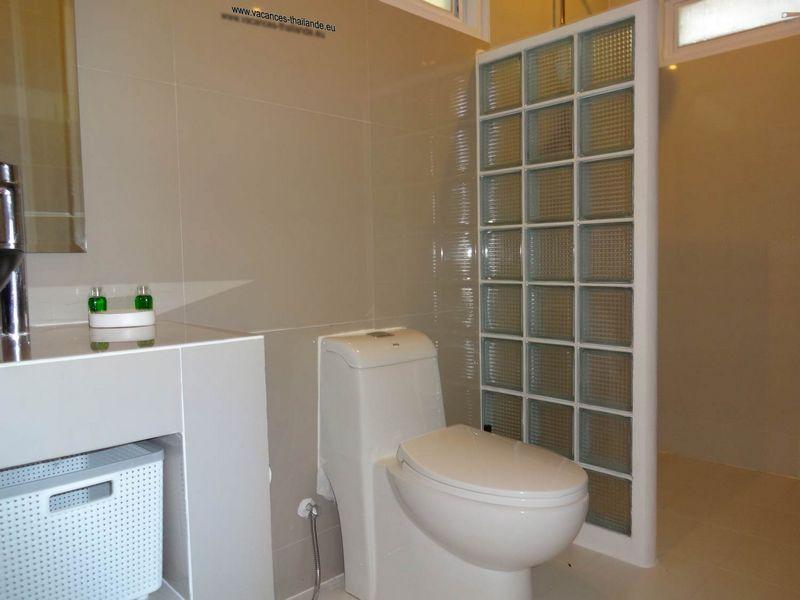 villa vacances thailande page de la photo 38 douche a l 39 italienne salle de bainblanche de la. Black Bedroom Furniture Sets. Home Design Ideas