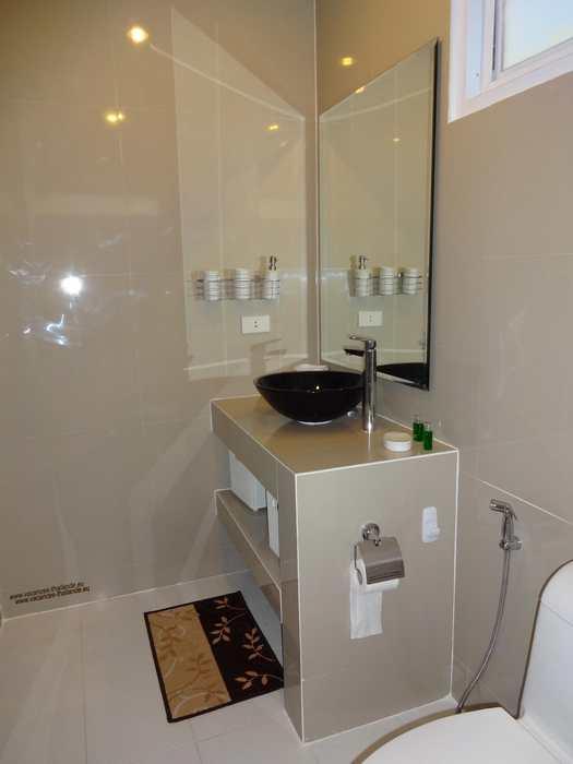 photo 36 salle de bain blanche de la chambre queen size mauve a koh. Black Bedroom Furniture Sets. Home Design Ideas
